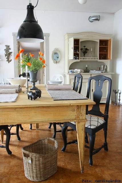 Möbler, både gamla & nya...