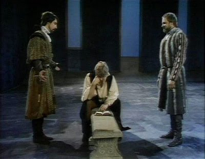 hamlet analysis rosencrantz and guildenstern Hamlet and rosencrantz and guildenstern are dead presented by the american shakespeare center at the harry sudakoff conference center, sarasota, floridafebruary 3.