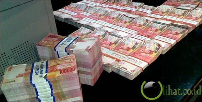 Dukun mengaku bisa produksi uang