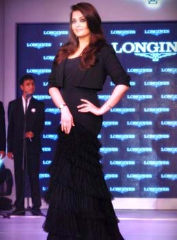 Aishwarya Rai at Launch of Longines Fashion Show