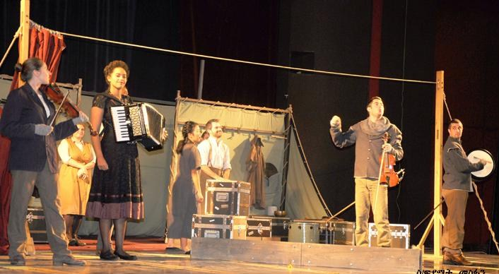 an analysis of shakespeare and cinema Movie analysis on polanski's macbeth polanski's film of the shakespearean play macbeth uses a polanski adds additional scenes to shakespeare's.