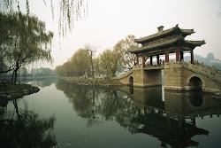 Sebuah Sudut di Summer Palace Beijing, Cina: Marissa Haque & Ikang Fawzi