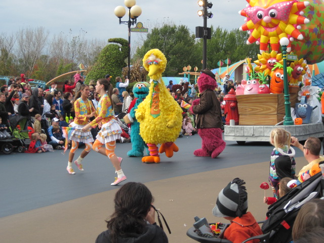 since this month was the counts halloween spooktacular at sesame place all of the floats were decorated for fall and the characters were dressed in - Sesame Place Halloween