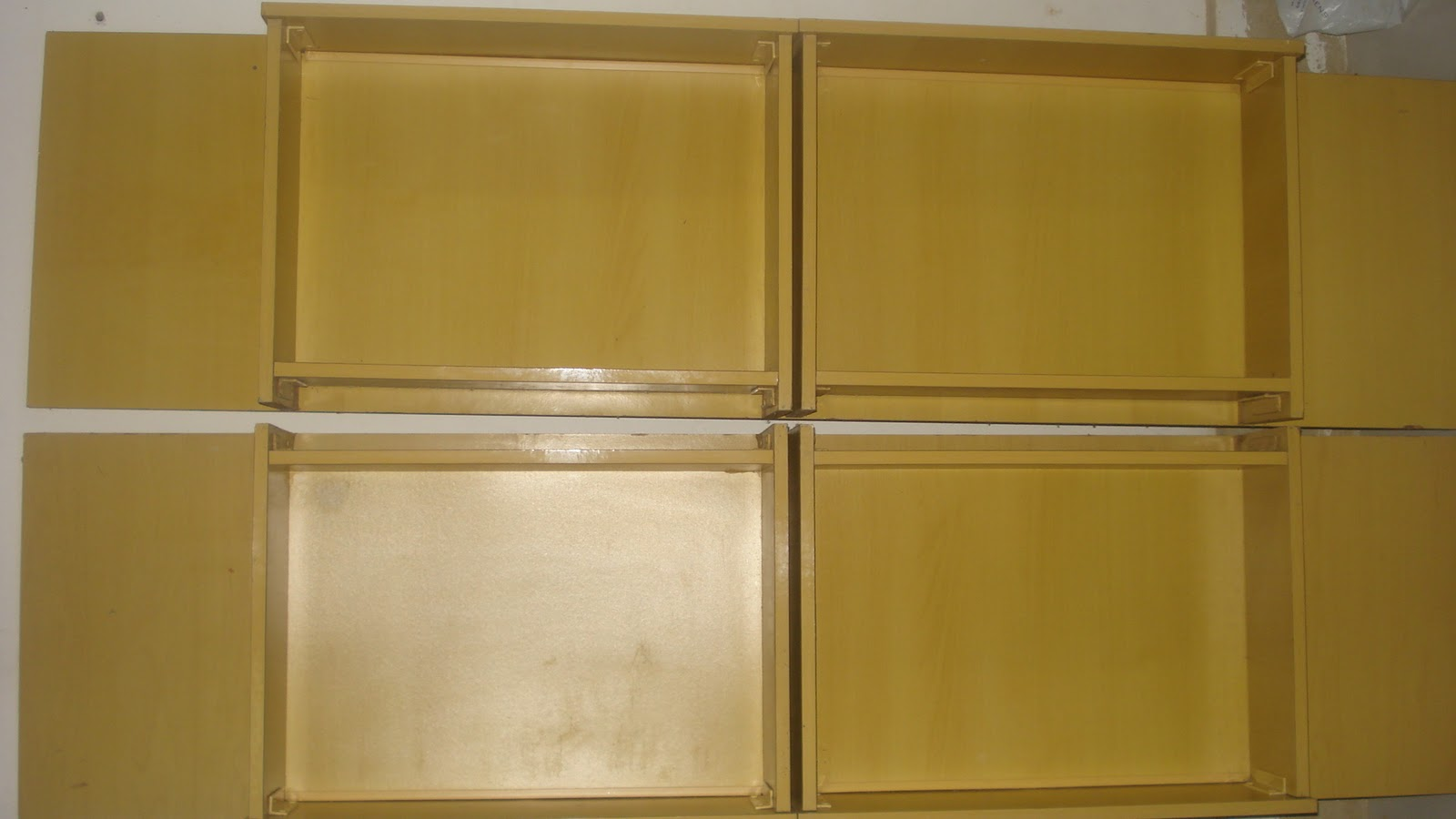 de quatro gavetas e duas peças de madeira compensado ou MDF  #6B4E1A 1600x900