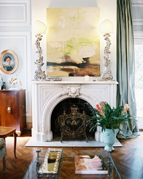 The peak of tr s chic fireplace lust for Over the mantel decor