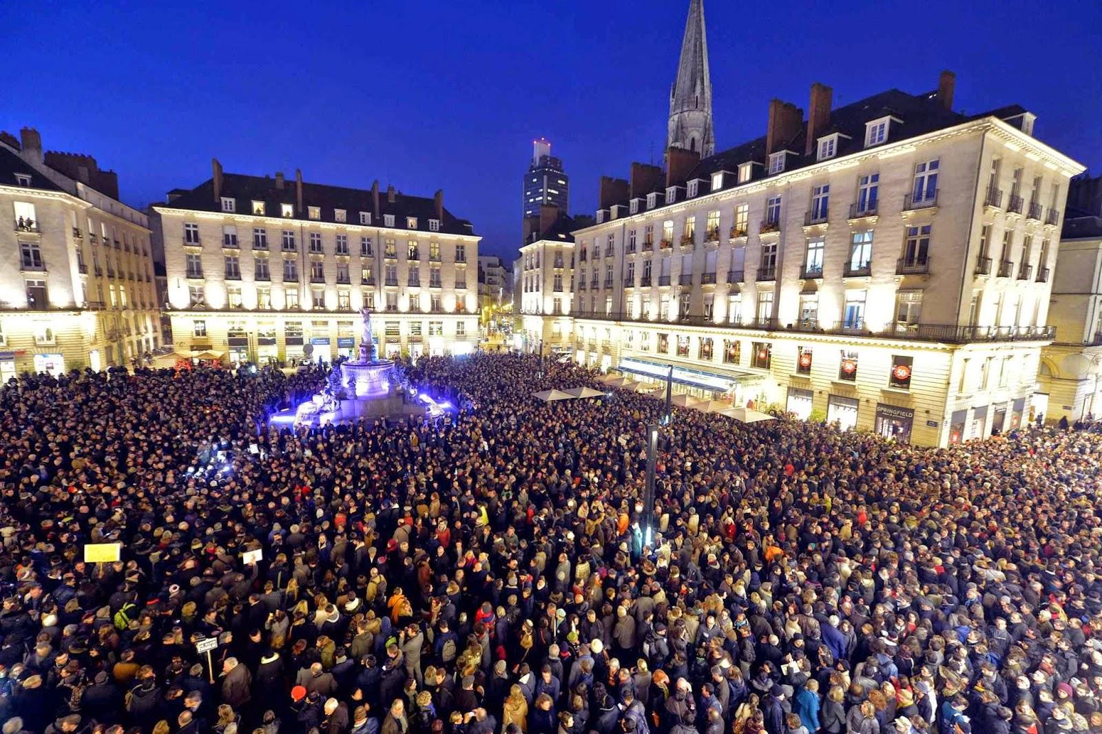 Em Paris, janeiro 2015, multidão silenciosa repudia início de guerra interna promovida pelo Islã