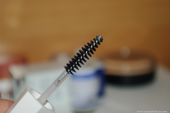 Growing your lashes with Mavala, Mavala Double lash wand