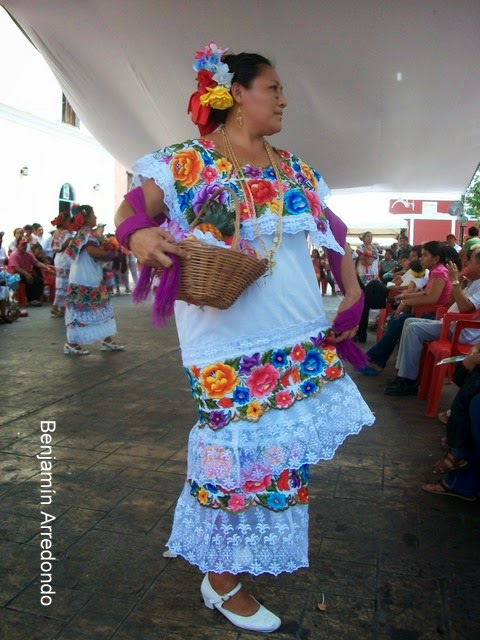 El Bable: El traje regional yucateco y su tradicional Jarana.