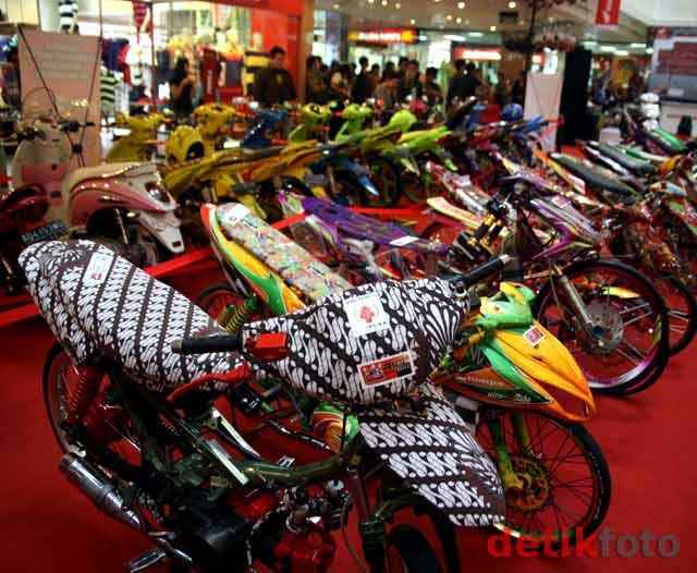 50 unit motor Honda berbagai tipe mengikuti kontes modifikasi motor  title=