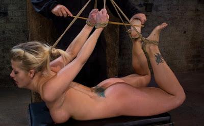 suspensão BDSM
