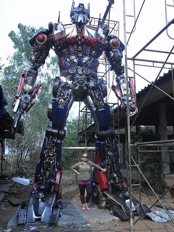 gambar optimus prime robot sebenar saiz