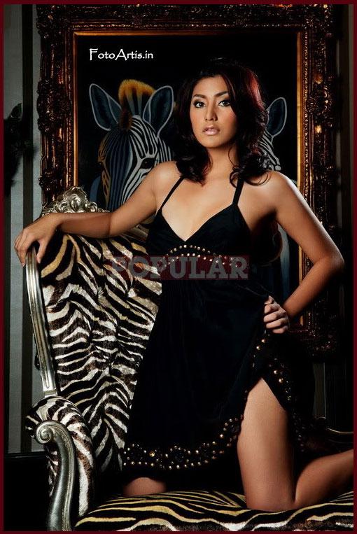 Foto Majalah Popular , Tyas Mirasih artis cantik yang sudah