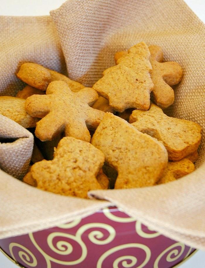 Gingerbread Graham Crackers- Healthy Christmas snack for kids. Not-too-sweet cookie that you can feel good about giving to your kids!