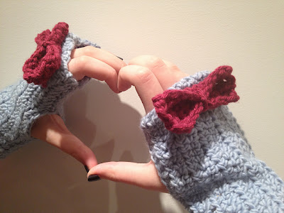 free crochet pattern fingerless gloves with bows