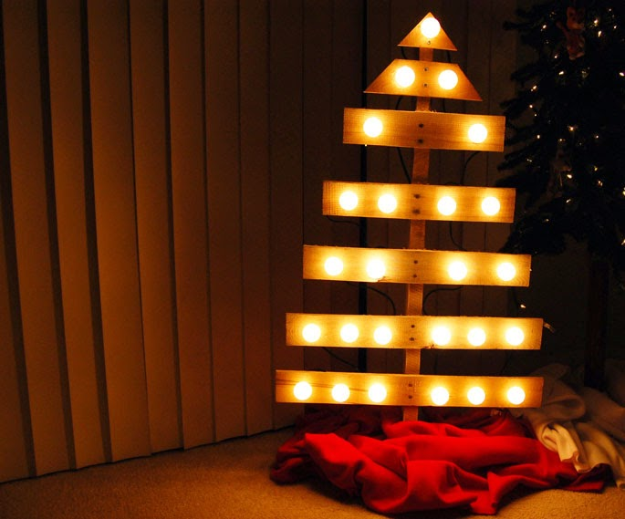 How to Turn Pallet into Christmas Tree