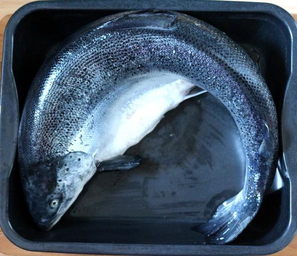 4,132 kg Lachs im Ganzen in Schalottensahne im Ofen gegart | Arthurs Tochter Kocht by Astrid Paul