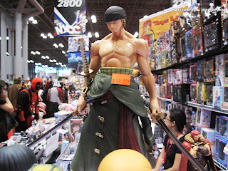roronoa zoro,zoro,one piece,ワンピース,pirate hunter zoro,straw hat pirates,viz manga,viz,viz media,comic con 2013, october 11th 2013, saturday, sunday, comic con sunday, comic con saturday,new york,nyc,manhattan,jacob javits center,figurine,collectibles,sculpture,newyork,