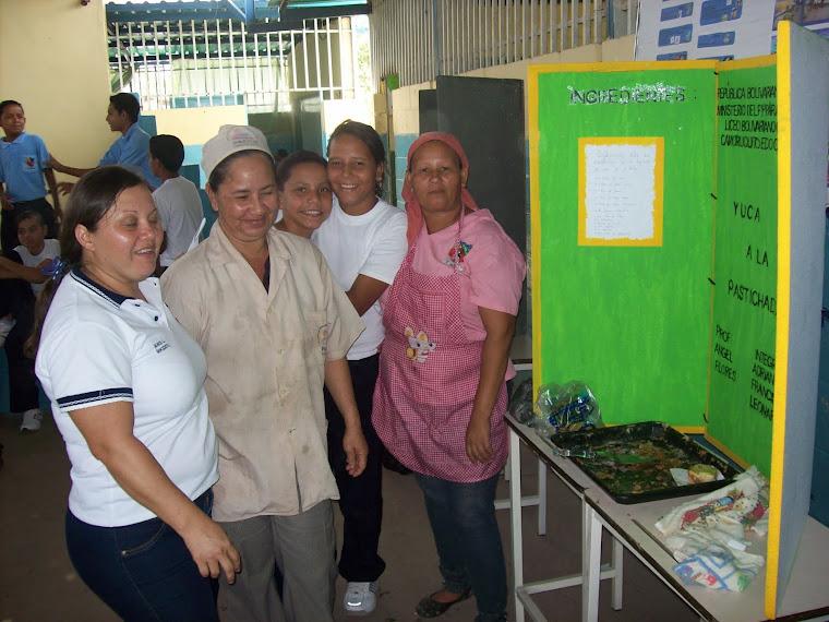 Coordinadora del PAE Lcda. Janis Loyo y su equipo