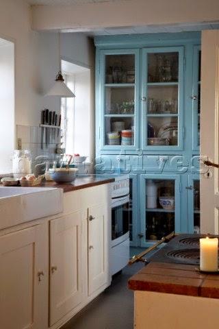 kuchnia błękit niebieski kredens