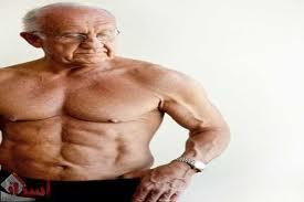 بالصور .. شاهد عدو الشيخوخة.. يبلغ 72 عاماً ويرفع أثقال لا يقدر عليها الشباب!
