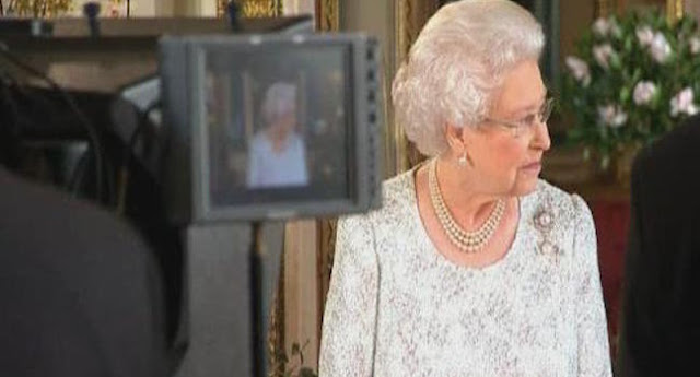 "Queen's 2015 Christmas Message: ""Enjoy Your Final Christmas"""