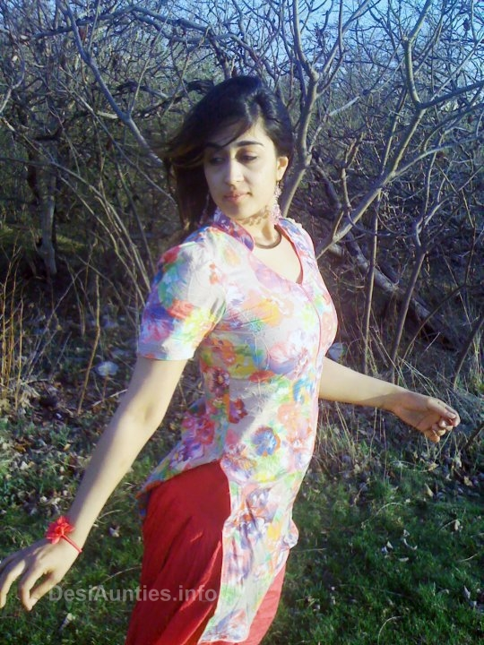 Hot indian girl in salwar