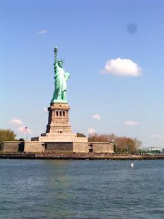 http://1.bp.blogspot.com/-3iWzNaabAu4/Tk4Io3MsviI/AAAAAAAABRg/lIoQZkhlLQM/s320/1+Patung+Liberty.jpg