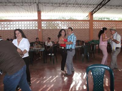 fiesta, baile, atolpore, pensionado, pensionados policia nacional, regalos, premios, alfonso moreno tacuma, augusto romero ayala