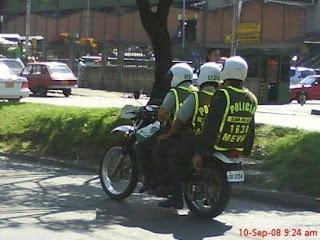 Policia de colombia dando mal ejemplo