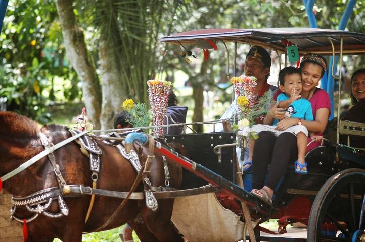 Naik Andong Besama Anak - Inilah Wisata Transportasi dalam Kota Bersama Keluarga