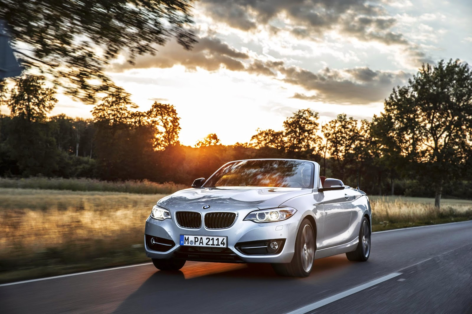 BMW 2 Series Convertible moving