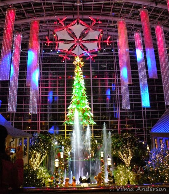 Holiday decorations at the Gaylord National Resort - Atrium