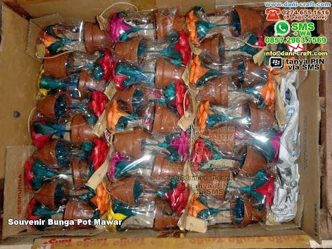 Souvenir Bunga Pot Mawar Clay Madiun