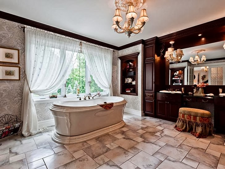 Bathroom in Outstanding custom built house in Canada