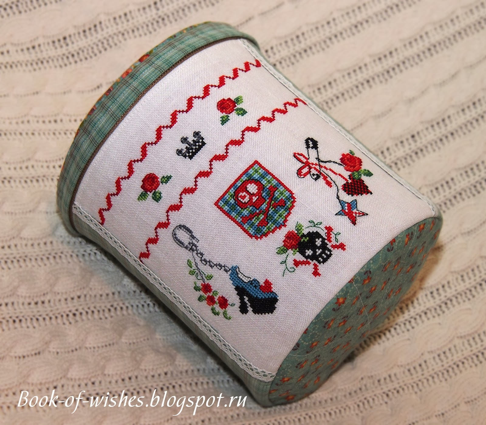 textile round basket with embroidery Veronigue Enginge Mode dHier