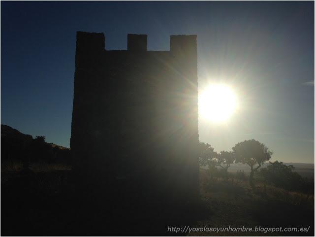Torreón del Cortijo a contraluz