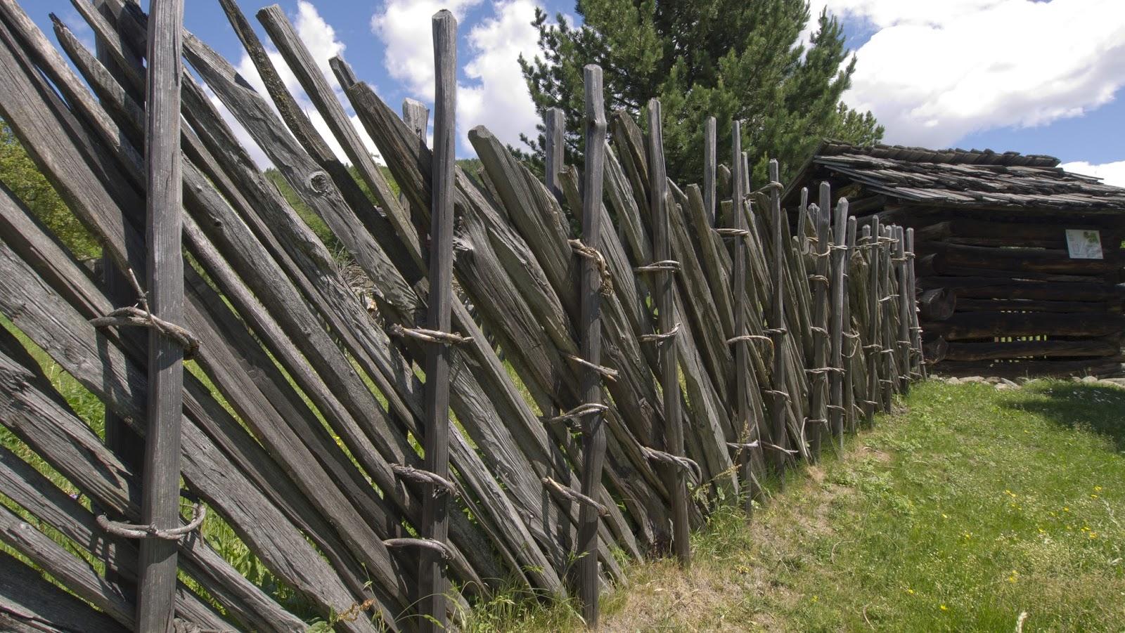Antichi mestieri staccionate e recinzioni agricole nei masi - Palizzate in legno per giardino ...