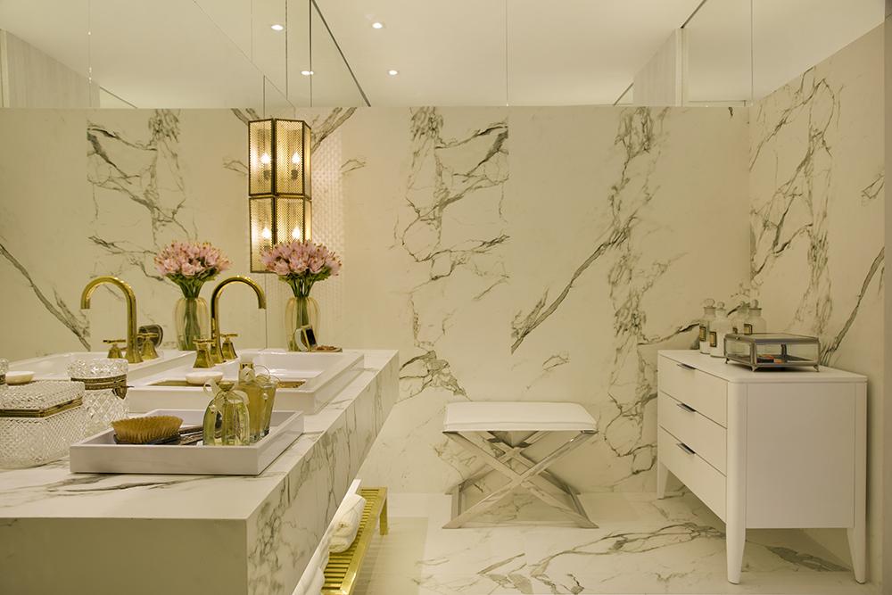 Banheiro cinza com metais dourados maravilhoso! Confira todos os detalhes!   -> Banheiro Cinza Moderno