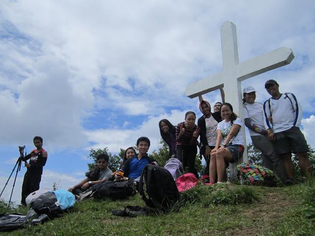 Mt. Manabu Cross Marker, mt manabu trail, sto tomas mountain, mt manabu sto. tomas, kopi luwak mt manabu, mt manabu itinerary