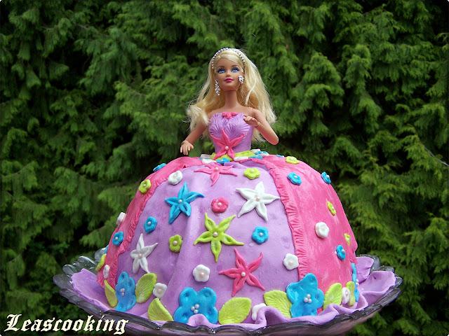 Фото тортов для девочек кукла