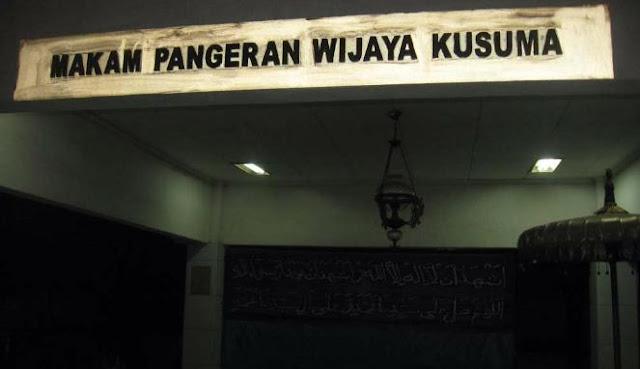 Hehe... Ada Apa Sampai PSK Ikut Ziarah ke Makam Pangeran Wijayakusuma