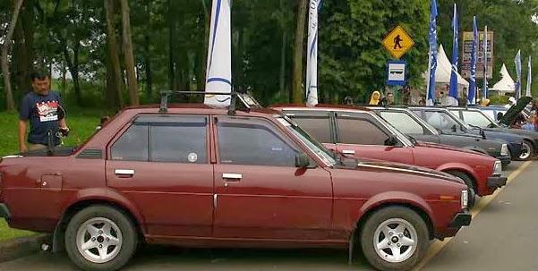 Mobil Sedan Klasik Corolla DX