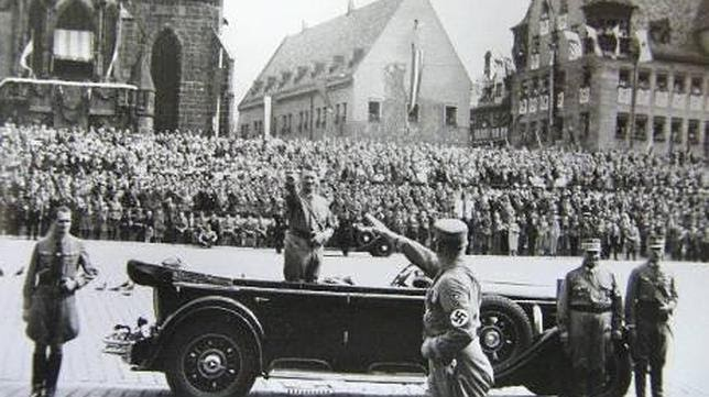 Gagomilitaria ferdinand boss apoy a hitler incluso dise o sus uniformes - La casa del nazi ...