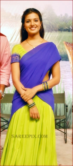 Saloni cute pic in half saree