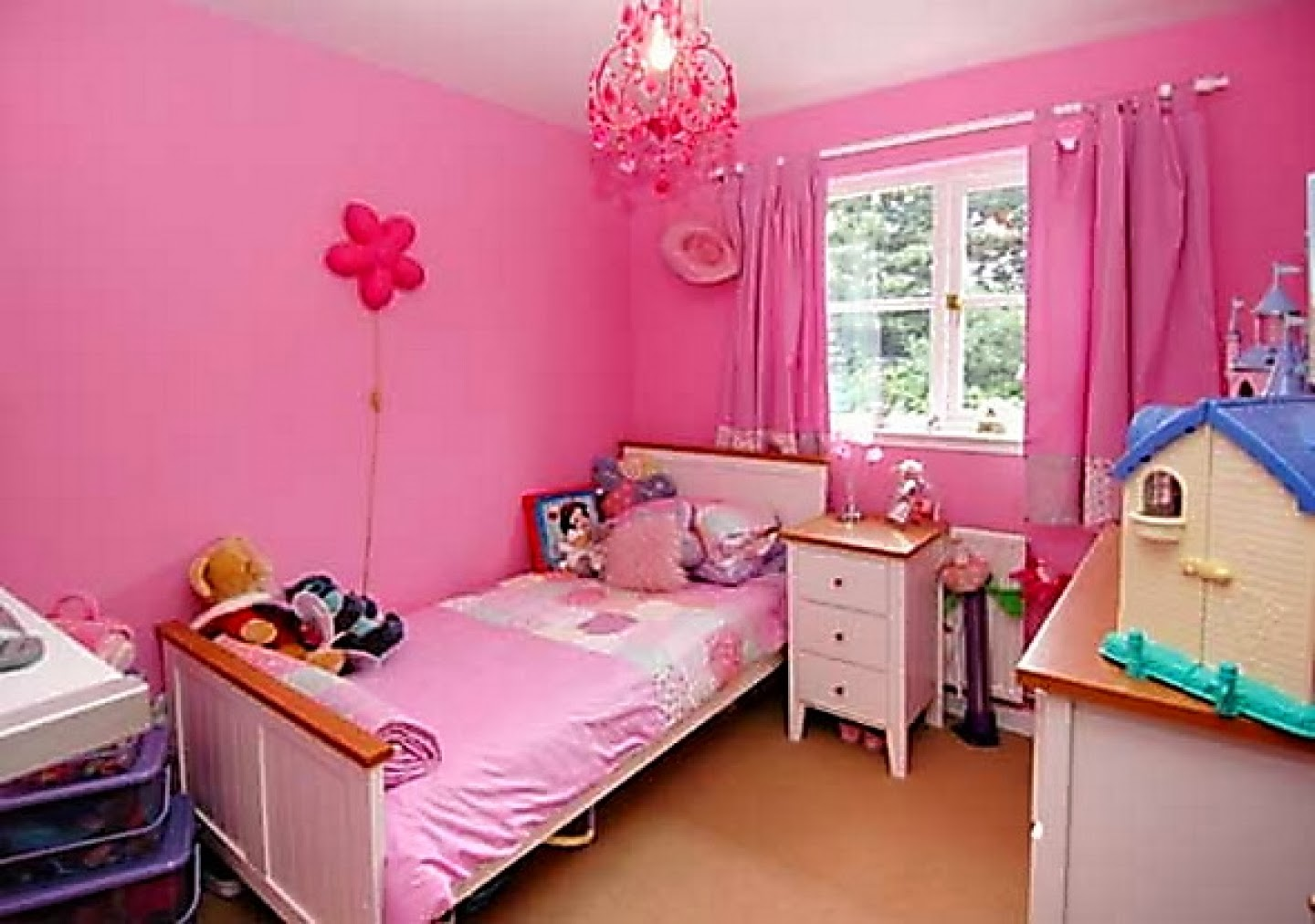 Bedroom paint ideas for young women - A Girl S Bedroom Is Her Sanctuary It Is A Space All Her Own In Which Bedroom Decorating Ideas For Young Adults Bedroom Ideas For Young Women Buzzle Web