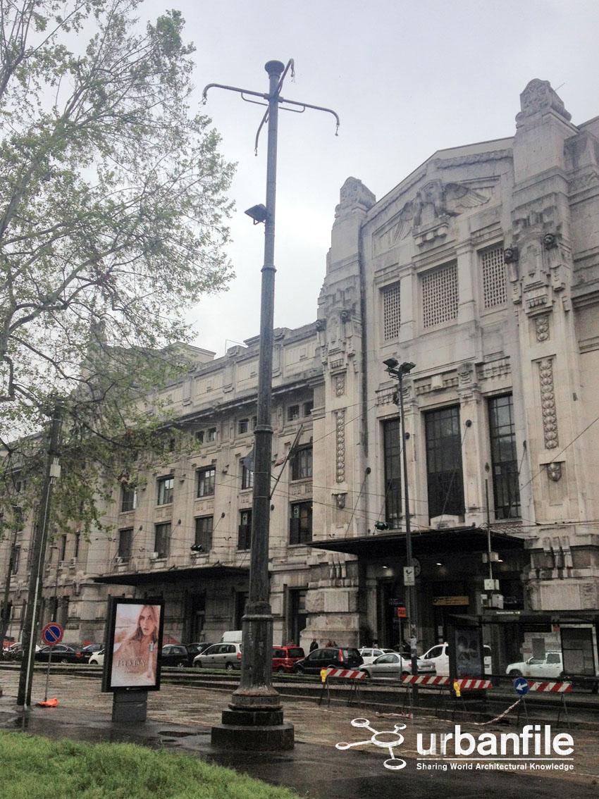 Urbanfile milano incongruenze il lampione abbandonato for Arredare milano piazza iv novembre