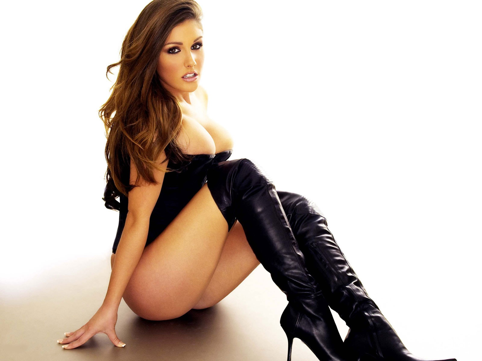 sexy_lucy_pinder_black%2B7.jpg