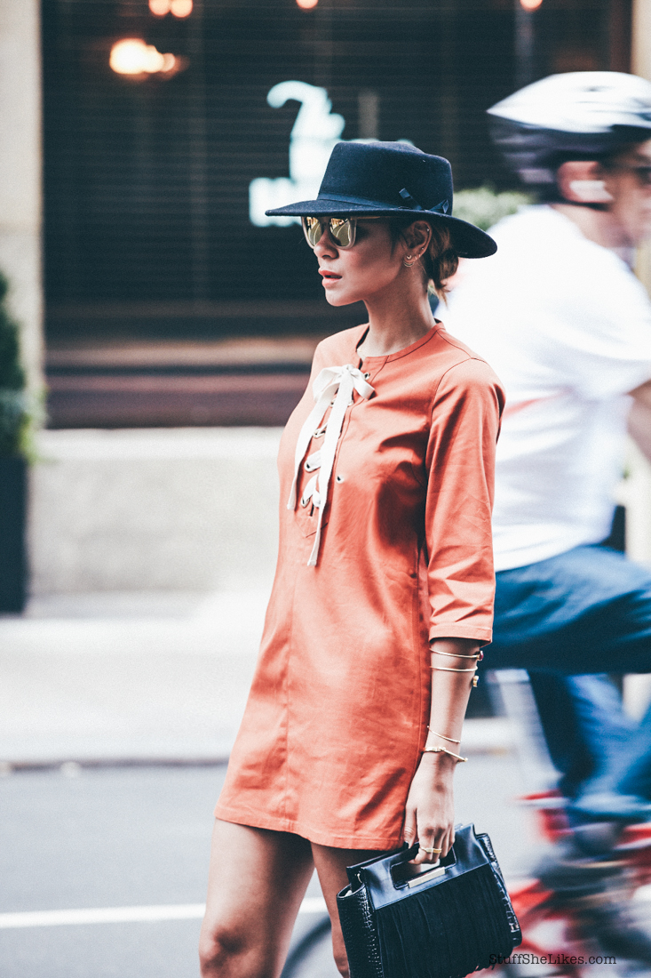 orange dress, forever 21 hat, morrored sumglasses, alexander Wand heels, NYFW, New York, fringe, fringe bag