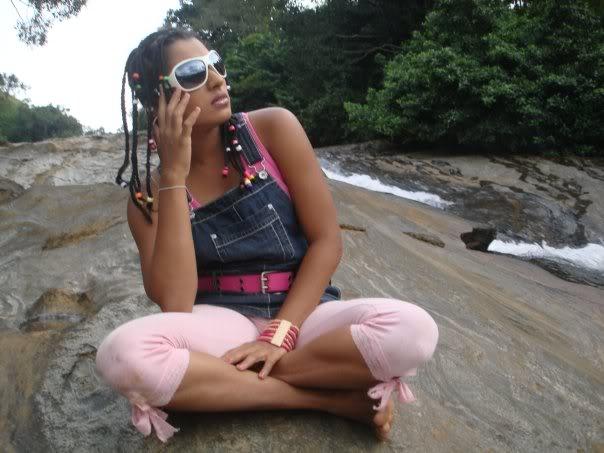 Deena Ediriwickramasooriya hot bikini