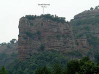 Zoom al Castell Bernat des de la cruïlla amb el camí del Mas La Font